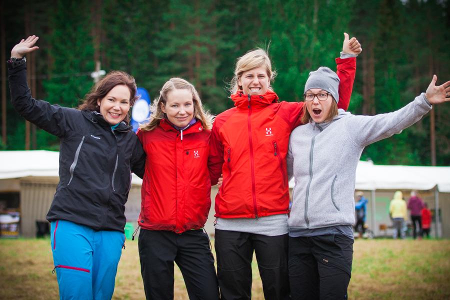 Outi, Tuija, Sannamari ja Heini Lankia valmiina Venlojen viestiin Kuopio-Jukolassa 2014.