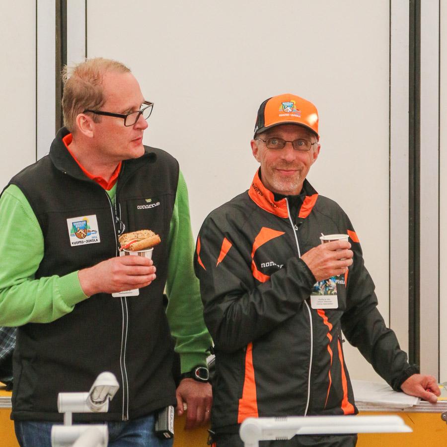 Viestintäpäällikkö Markku Riihinen ja ratamestari Juhani Jetsonen.